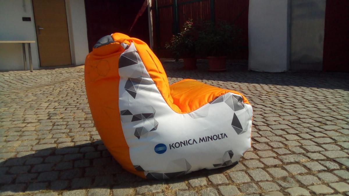Konica Minolta - sedací vak od Wegett